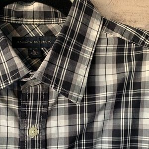 Banana Republic 15-15 1/2 Button Up